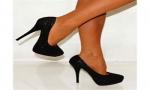 Hogy kell egy magas sarkú cipőt viselni?